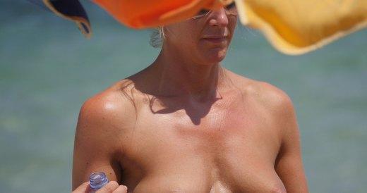 Aniston beach jennifer naked video